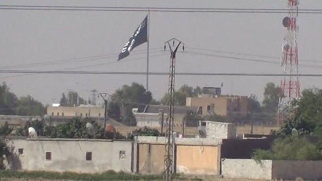 IŞİD Türkiye sınırına yine bayrak astı