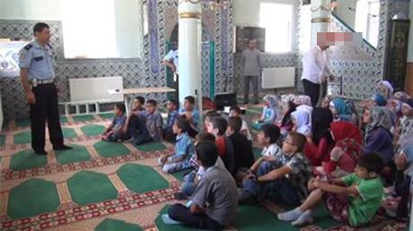 Çocuklara camide trafik eğitimi