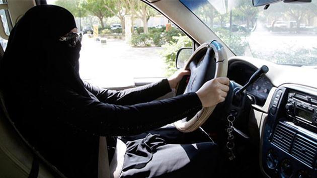 Araba kullanan Suudi kadınlar