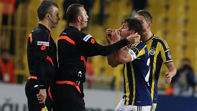 Emre Belözoğlu-hakem
