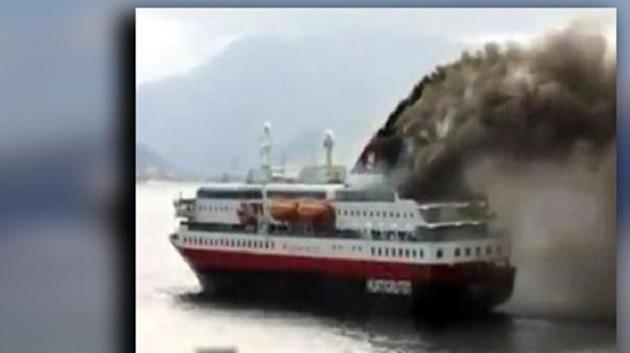yunanistan-feribot-yangın