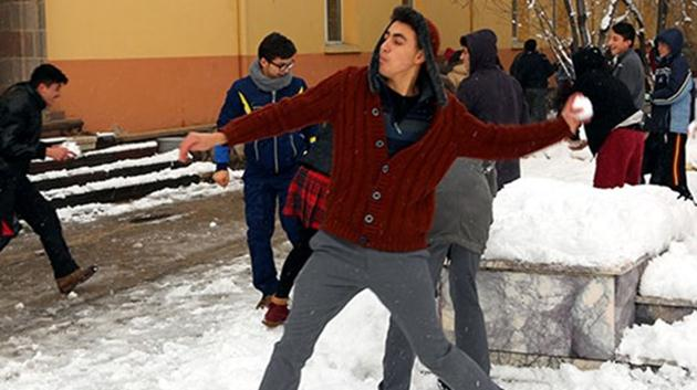 Ankara-kar yağışı-öğrenciler