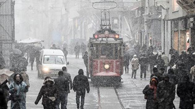 İstanbul'da kar başladı, AKOM alarmda!