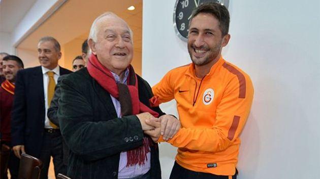 Galatasaray'dan Sabri Reis'e büyük onur!