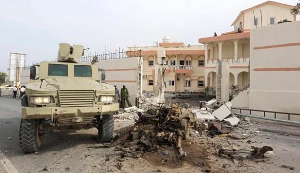 Somali'de Türk delegasyonun kaldığı otelin önünde patlama oldu. Olay yerinden ilk görüntüler.
