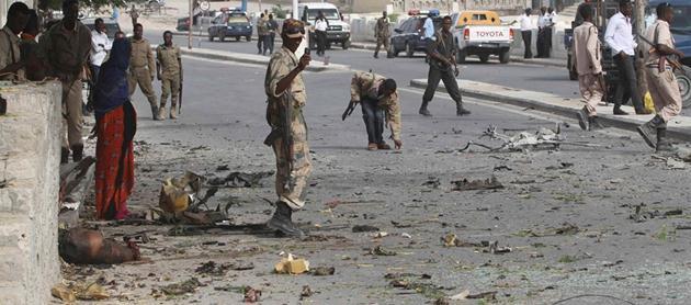 Mogadişu'daki saldırı sonrası otel etrafında güvenlik önlemleri artırıldı.
