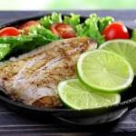 Kalsiyumdan zengin balıklar: Kalsiyum ve D vitamini birbirlerinin emilimlerini olumlu yönde etkiliyor. Balıklar doğal olarak D vitamini içeriyor. Bu nedenle balıklardan alacağımız kalsiyum bizim için değerli oluyor. Sardalya, somon, uskumru, hamsi, morino, turna, ringa ile levrek kalsiyumdan zengin balıklar arasında yer alıyor.