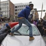 ABD'nin Maryland eyaletinin Baltimore kentinde, siyahi genç Freddie Gray'in gözaltındayken hastaneye kaldırılıp ölmesi sonrası başlayan protestolar, şiddet eylemlerine dönüşüyor. Fotoğrafçı: JIM WATSON Yer: ABD Tarih: 25 Nisan 2015