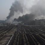 Çin'in Tianjin kentinde en az 50 kişinin ölümüne neden olan patlamalardan 1 gün sonra, enkaz alanından dumanlar yükseliyor. Fotoğrafçı: GREG BAKER Yer: Çin Tarih: 13 Ağustos 2015