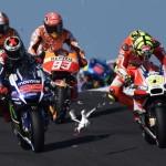 MotoGP Avustralya Grand Prix'sinde motorcuların arasına giren talihsiz martı telef oluyor. Fotoğrafçı: PAUL CROCK Yer: Avustralya Tarih: 18 Ekim 2015