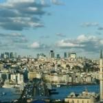 Eminönü'ndeki tarihi çatı İstanbul'a açılan bir pencere görünümünü taşıyor. Çatıda, Eminönü'nden Galata Kulesi'ne, tarihi camilerden, Boğaz Köprüsü'ne kadar birçok manzara panaromik olarak izlenebiliyor. Son dönemde sosyal medyada en çok beğenilen yerler arasında olan hanın çatısı, insanları bu yönleriyle cezbediyor. İstanbulluların yeni yeni öğrendiği bu eşsiz manzarayı İstanbul'a gelen turistlerin rehberleri tarafından yıllar önceden beri öneriliyor. Gün içinde yüzlerce kişinin ziyaret ettiği han, asırlık tarihine rağmen yeni gelecek ziyaretçilerini bekliyor