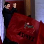 Syriza lideri Alexis Çipras, kazandığı genel seçimlerden sonra destekçilerini selamlıyor.  Fotoğrafçı: ARIS MESSINIS Yer: Yunanistan Tarih: 25 Ocak 2015