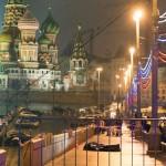 Eski Başbakan Yardımcısı ve muhalif Rusya Cumhuriyetçiler Partisi-Ulusal Özgürlük Partisi Eşbaşkanı Boris Nemtsov, Kremlin Sarayı yakınlarında silahlı saldırıda öldürüldü. Nemtsov'un cansız bedeni ceset torbası içinde olay mahallinde görülüyor. Fotoğrafçı: DMITRY SERERYAKOV Yer: Moskova / Rusya Tarih: 28 Şubat 2015