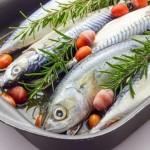 Şekerli, kremalı, soyalı soslar kullanmayın: Balık tek başına lezzetli bir besin. Şekerli, kremalı, soyalı soslar yerine limonlu ve sebzeli garniler ile birlikte fırın poşetinde pişireceğiniz balıklar daha sağlıklı ve lezzetli olacaktır.  Buhar yöntemini tercih edin: Protein ve yüksek ısı ile kayba uğrayan vitamin ile mineraller pişirme suyuna geçmeyip balıkta kalacağı için balığı buhar yöntemiyle pişirin. Tercih küçük balıklardan yana olunca daha çok uygulanan bir pişirme yöntemi olan kızartma daha sık kullanılıyor. Bu nedenle küçük balıklar yerine büyük fleto balıkları tercih edebilirsiniz.