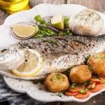 4. HANGI BALIĞI TERCİH ETMELİ?  Omega 3'ten zengin balıklar : Balık denildiğinde beslenme açısından akla iki şey geliyor; protein ve omega 3. Dolayısıyla protein kalitesi ve omega 3 miktarı daha yüksek balıkları tercih etmeniz sağlığınız açısından daha faydalı olacaktır. Uskumru, tuna, sardalya, somon ile hamsi, lüfer omega 3 açısından zengin balıkları oluşturuyor.