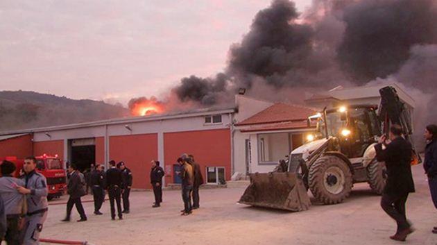 Sakarya-plastik fabrikasında yangın