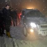 Karabük ve ilçelerinde etkisini sürdüren kar yağışı nedeniyle Karabük-Bartın ile Karabük-Gerede karayolunda ulaşımda aksamalar yaşandı.