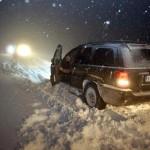 Çorum'da etkili olan kar yağışı nedeniyle Sungurlu ilçesine bağlı Karacabey ve Kurbağalı köylerine ulaşım durdu.