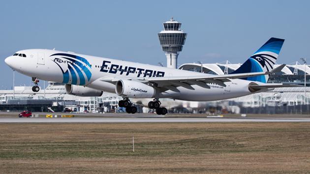 Kaçırılan Mısır uçağı Kıbrıs'a indi!