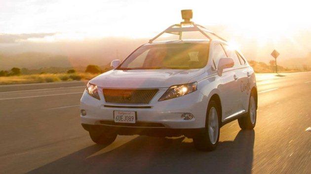 Google'ın şoförsüz otomobili ilk kez kaza yaptı