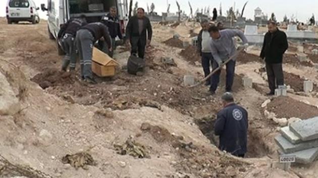 Köylüler canlı bombanın gömülmesini engelledi