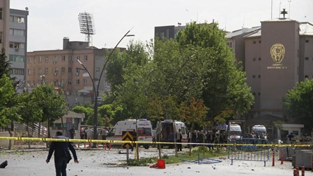 Gaziantep Emniyet Müdürlüğü önünde patlama: 2 şehit, 22 yaralı!