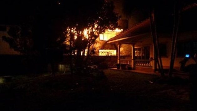 17 kız öğrenci yanarak can verdi
