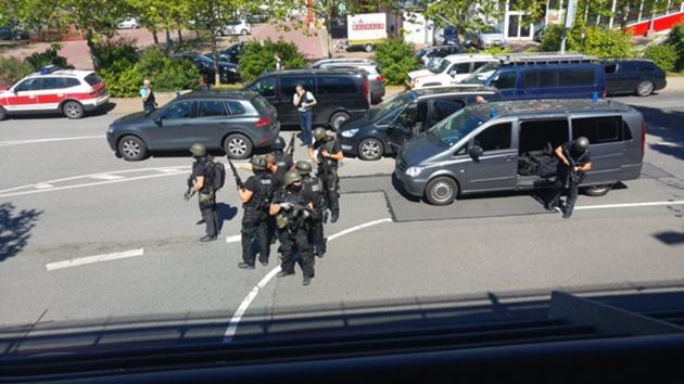 Almanya'da sinema salonuna silahlı saldırı: Saldırgan öldürüldü