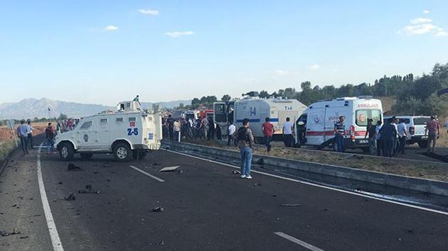 Bingöl'de polis aracına bombalı saldırı: 6 şehit oldu!