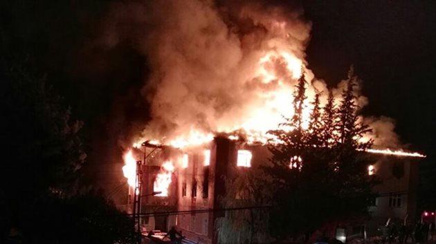 Adana'da öğrenci yurdunda yangın: 12 ölü!
