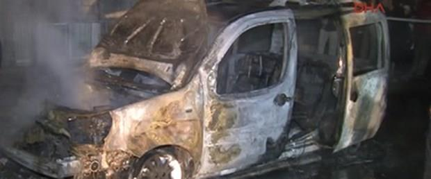 Bağcılar'da 5 araç kundaklandı