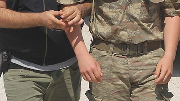 asker-gözaltı-tutuklama-kelepçe
