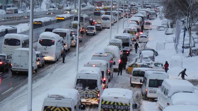 İstanbul'da TIR'lara kar yasağı