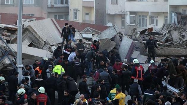 istanbul-zeytinburnu-bina-çöktü