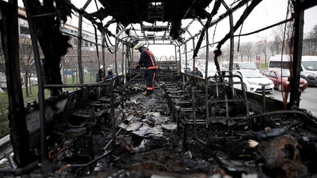 İstanbul'da yolcu otobüsü yandı