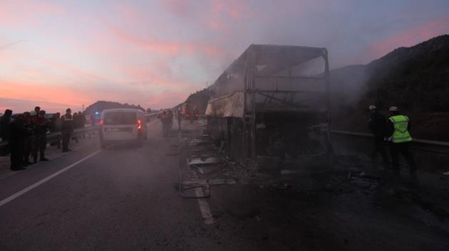 Yolcu otobüsü TIR'a çarptı: 13 ölü, 15 yaralı!