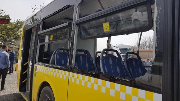 Başakşehir'de hafriyat kamyonu İETT otobüsüne çarptı!