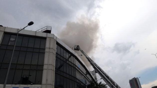 Başakşehir'de iş merkezinde yangın!