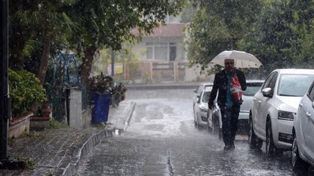 İstanbul'da kuvvetli yağış hayatı olumsuz etkiledi!